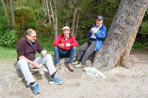 REDAKSJONSMØTE: Freddy Øien fra Ås turlag, Torbjørn Lundby fra Nordre Fåle gård og Terje Thurmann-Moe fra Ås turlag har laget et flott hefte om Fålemarka.