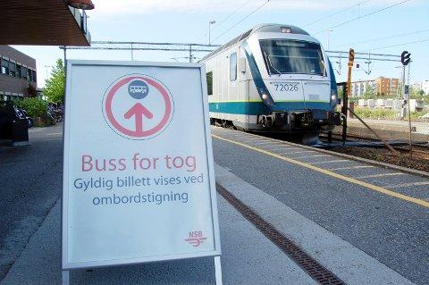 Buss for tog pga. arbeider på Østfoldbanen.