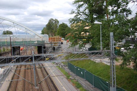 Brobygging: Mye har skjedd siden Nordbyveien bro stengte i fjor, nå er den endelig ferdi og åpen for trafikk.