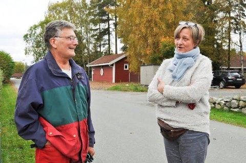 Savner informasjon: Siv Grande føler hun ikke vet nok om fordeler og ulemper ved å bli innbygger i Nordre Follo. Nabo Kjell Johansen vil si nei til en storkommune.