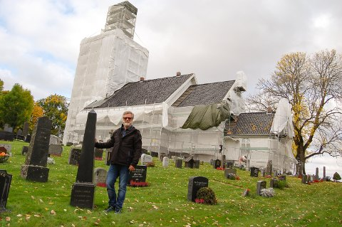 BRUDESLØR:  – Kråkstad kirke har fått brudesløret på, sier kirkeverge Jens Erik Undrum.