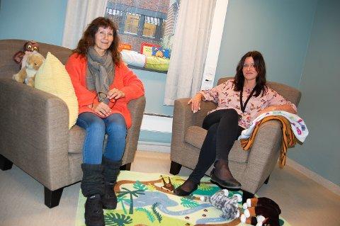 PÅ DET JEVNE: Nestleder Eva Brænna (til venstre) og daglig leder Berit Landmark hos Follo barnevernvakt har hatt en jevn strøm med henvenelser gjennom julen.
