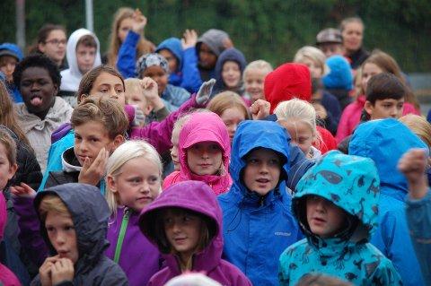 Ski skole er en av skolene som ifølge Utdanningsdirektoratets tall ikke oppfyller lærernormen. Ski kommune mener tallene skyldes en feilregistrering. Bildet er hentet fra da skolens elever danset BliMe-dansen tidligere i høst.