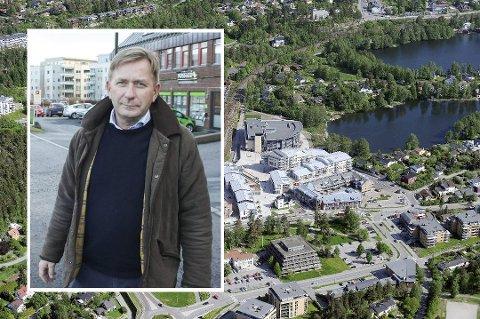 Eiendomsmegler Anders Foss hos Foss & Co bisto da ni boligeiere gikk sammen om å selge eiendommene sin til utbygger.