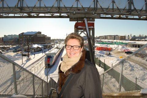 VENTER PÅ SVAR: Ordfører Hanne Opdan i Ski venter i spenning på svaret fra samferdselsminister Ketil Solvik-Olsen.