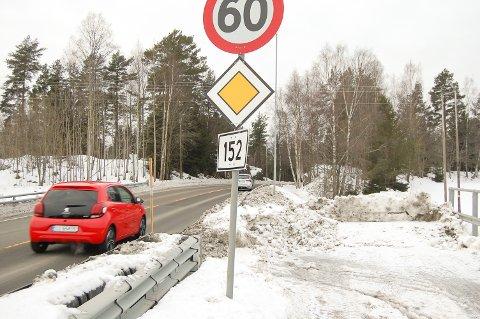 FULL STOPP: Her stopper gang- og sykkelveien langs Langhusveien mot Oppegård.