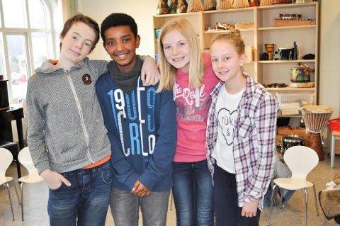 LÆRER NOE NYTT: Oskar Kvarum Puschmann, Aaron Okbasillassie, Aurora Høstland Solbu og Emma Louise Bustnes Amundsen har gjennom prosjektet lært at det går an å snu frykt til noe positivt.