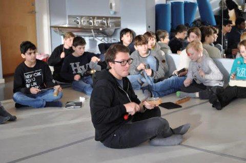 LYD ER MUSIKK: Robert Løkketangen leder musikkgruppen som lager musikk av ukjente lyder.