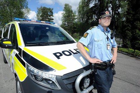 Leder av ordensavdelingen ved politiet i Follo, Kristoffer Haakonsen.  skjønner godt at nabolagene ikke ønsker utvidede skjenketider utendørs.