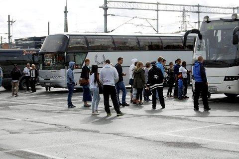 IKKE EN UKJENT SETTING: Buss for tog er absolutt ikke en nyhet for folk som pendler på Østoldbanen.