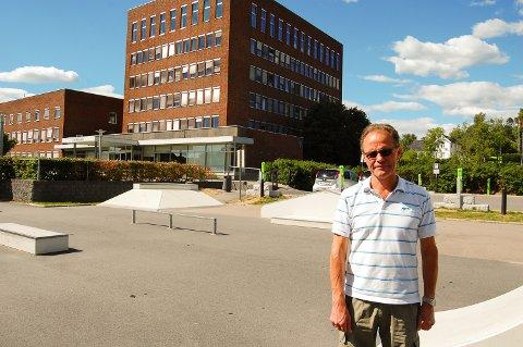 BEKYMRET: Hans Martin Larssen legger ikke skjul på at han er veldig bekymret for hva Ski kommune må betale i husleie for lokalene de skal leie i den nye videregåënde skolen.