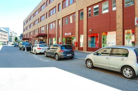 PARKERING: Nå er det fritt frem å parkere i Åsenveien igjen. Men husk tidsbegrensningen!