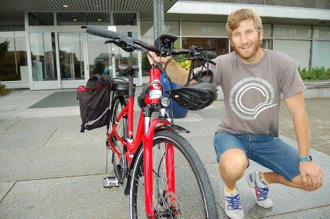 SNART ER FRISTEN UTE: Har du fått tilsagn om støtte til elsykkel eller eltransportsykkel, må miljøvernrådgiver Anders Berggren ha kvitteringen i hende innen 1. august.