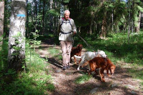 FORKJEMPER: Harald Lundstedt fra Oppegård i Forum for Natur og friluftsliv. Her avbildet i skogen på Svartskog i 2013.
