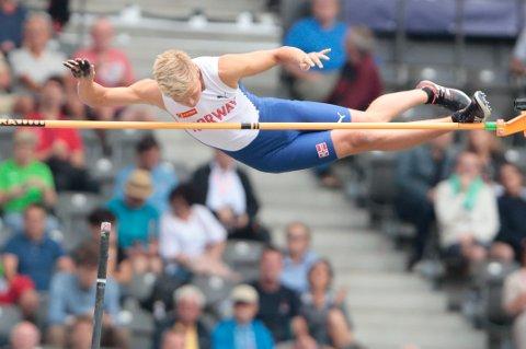 Sondre Guttormsen under kvalifiseringen i stav i friidretts-EM på Olympiastadion i Berlin fredag.