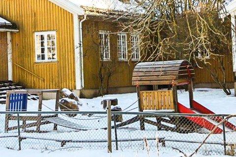 RØKTE HASJ: De tre kameratene dro til en barnehage i Ås sent på kvelden. To av dem røkte hasj, tredjemann er nå frifunnet.