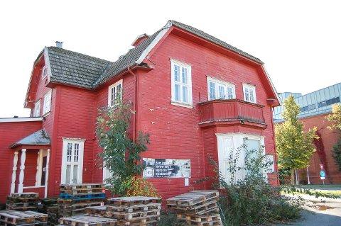 """FLYTTE EN GANG FØR: """"Framhagen"""" i Jernbaneveien 14 ble flyttet fra Sjursøya til Ski i 1927. Noen tar til orde for å ta vare på det gamle trehuset og flytte det til Waldemarhøy."""