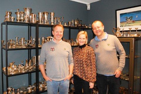 MEDEIERE: Morten Engebretsen (til venstre), Gry Remmem og Thomas Remmem eier Verdihuset sammen og har arbeidsplassen sin i butikken i Ski.