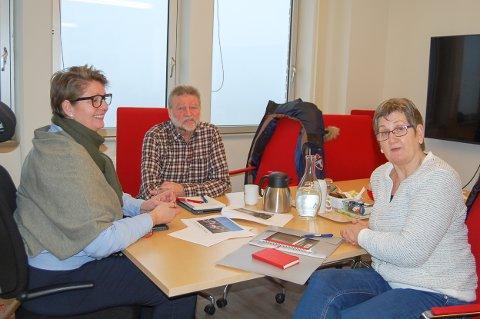FÅR GEHØR: Ordfører Hanne Opdan (til venstre) i Ski synes initativet fra Tore B. Kristansen og Ruth Baumberger er spennende.