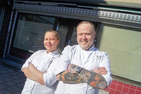 LET'S ROCK IT! Janne Krakeli og Tommy Krakeli-Svendsen i Rock 'n' Roll Catering utvider cateringsvirksomheten i Ski og åpner dørene til det nye lokalet i gågata 3. april.