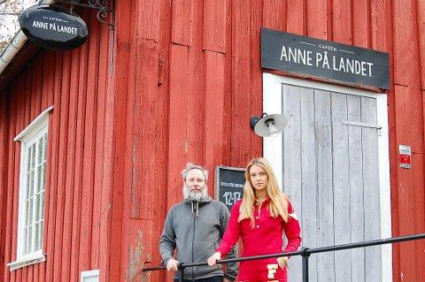 Anne på landet slapp unna de store ødeleggelsene i år. Her fra et møte med Emilie Fennell fra styret i Follo-russen tidligere i russetiden.