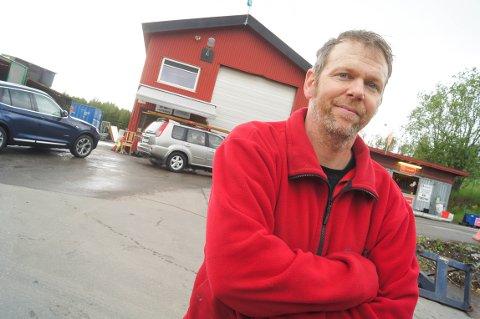 STASJONSLEDEREN: Thomas Dunker er stasjonsleder ved Bølstad gjenvinningsstasjon. – Når du har jobbet her en stund, har du virkelig sett det meste, sier han.