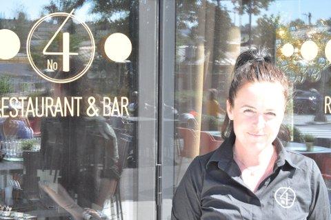 MINDRE: Daglig leder Cathrin Myhre på No4 Restaurant og bar forteller at de kan miste deler av sin uteserveringsplass når Bane Nor begynner sitt arbeid i september.