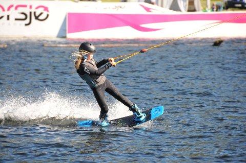 SPORT FOR ALLE ALDRE: De to som uavhengig av hverandre har ønsket seg en wakeboardbane på et vann i Ski, mener dette er en sport for barn, ungdom og voksne.