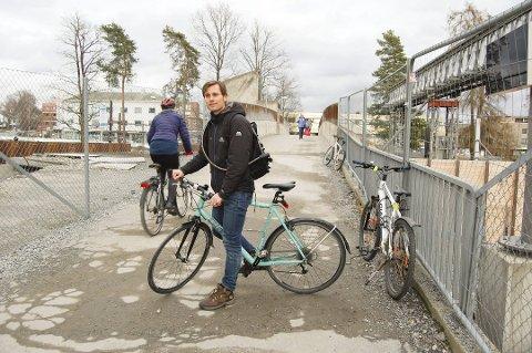 ENGASJERT:  Jon-Finngard Moe redegjør for sitt sin ny sykkelstrategien for Nordre Follo. Enig eller uenig? Send en melding via skriverommet vårt på oblad.no/debatt