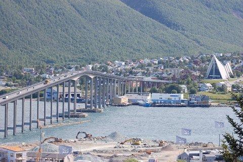 FLOTT: To av severdighetene i Tromsø – Tromsøsundbrua og Ishavskatedralen