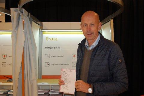 Ordfører Ola Nordal (AP) oppfordrer alle til å levere sin stemme før valglokalene stenger, klokken 21:00 i kveld.