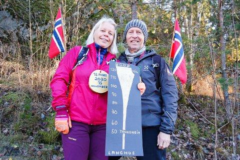 MIL ETTER MIL: Nesten hver dag siden 15. mars har Nina Visjø Veby og Per Veby fra Langhus være ute og gått. 15. november rundet de 120 mil. Det er like langt som til Bodø. Kanskje ender de opp på Nordkapp til slutt?