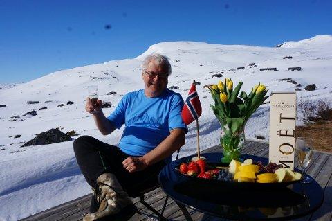 IKKE I ÅR: For første gang på 48 år blir det ikke påske på Eidsbugarden for Birger Løvland. Han frykter imidlertid at mange vil bruke unntakene fra hytteforbudet som påskudd til å dra på hytta likevel..