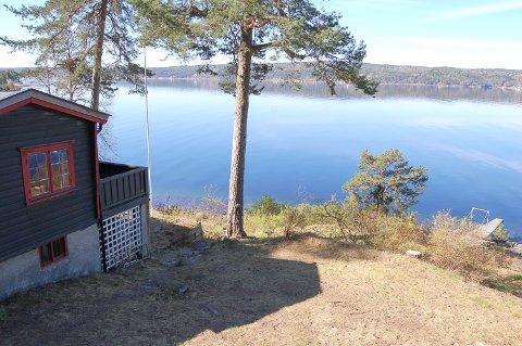 TELTPLASS I HYTTEVEGGEN:: Så lenge Heidehaugen står ubrukt, går det fint an å telte her. Da har du Bunnefjorden, badeplass og brygge rett nedenfor.