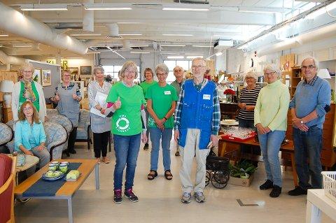 KLAR FOR NYÅPNING: De frivillige i NMS Gjenbruk i Ski gleder seg til å åpne dørene igjen etter å ha holdt stengt i ti uker.