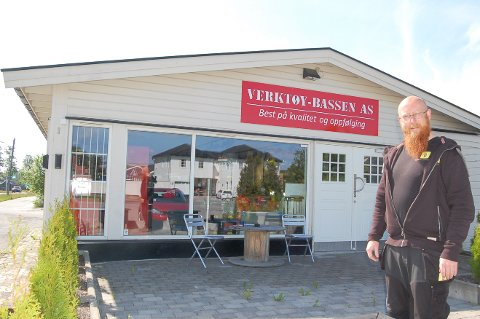 TIL ELVESTAD: I slutten av juni pakker Kjell Magne Remmem (47) sammen og tar med seg Verktøy-Bassen til Elvestad.