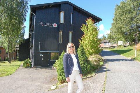 ÅPENT IGJEN: 8. juni åpnet Sørmarka konferansehotell dørene igjen etter koronapausen. Nå håper direktør Marianne Gotaas at turister og lokalbefolkning finner veien til sommeridyllen i Sørmarka.