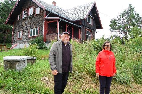 MØLLERENGA: Skogbestyrer Reidar Haugen og Ane Berit Hogstad, konsulent i kulturliv, har samarbeidet om Møllerenga siden Ski kommune kjøpte stedet i 2016.
