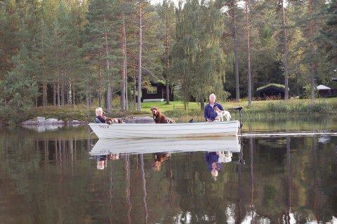 STILLE IDYLL: En elektrisk båtmotor gir ikke mye lyd fra seg, erfarte ØBs journalist da hun møtte den farkosten for noen år siden. Men også elmotorer, i likhet med vanlige båtmotorer, er forbudt på samtlige vann i Nordre Follo kommune.