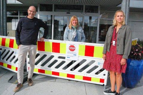 BYGGESTOPP: Stig Bell fra VA plan og prosjekt og Karen Knobel og Hanne Marthe Lauritsen fra Byggesaksavdelingen jobber alle tett på utviklingen av Bålerud.