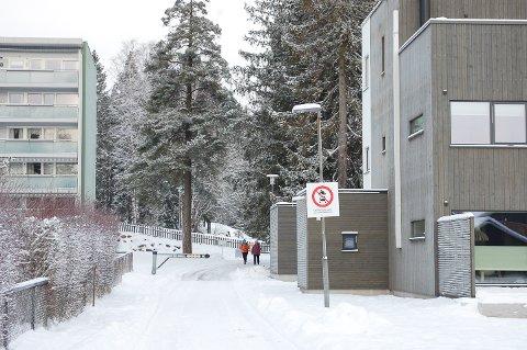 SKILTES SOM GANGVEI: Vei og park i Nordre Follo kommune har konkludert med at gangveien fra Nybrottveien opp til blokkene i Myrveien og Skogveien skal skiltes som gang-og sykkelvei.
