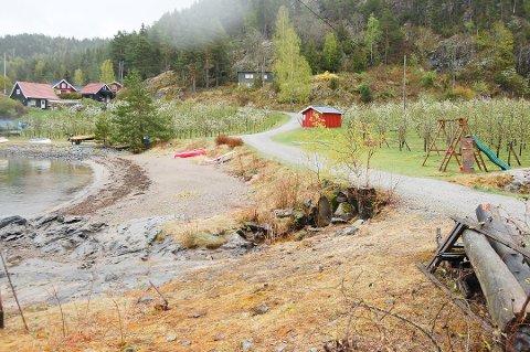 """INNMARK ELLER UTMARK: I fjor ble det satt opp skilt med """"privat"""" på flere av strendene langs Bunnefjorden. Nå forbereder Follo kommune en sak som skal avklare om strendene på Sjødalstrand er innmark eller utmark."""