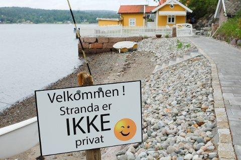 HER KAN DU BADE: Her blir turfolket ønsket velkommen til å ta seg et bad. Stranda ligger der sherpatrappa starter på Nebba.