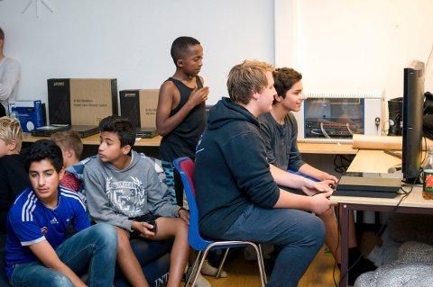 Datalan på Løkka arrangert av Valby fritidsklubb.