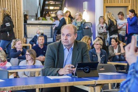 TROR DET FOREGÅR ET POLITISK SPILL: Olaf Holm (KrF) er overbevist om at Varden og Valby barnehager risikerer å bli nedlagt etter valget.
