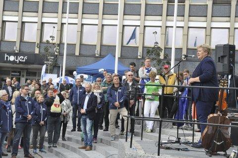 Statsministerbesøk: Statsminister Erna Solberg besøkte Larvik lørdag, og holdt en appell både til støtte for Larvik Høyre, og for å oppfordre de frammøtte til å bruke stemmeretten. foto: vårin alme