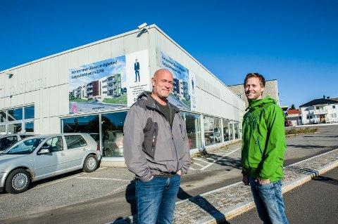Nansetgården. Fredag er det salgsstart for 24 nye leiligheter i Nansetgården. Asle Granerud (t.v.) og Aleksander Berg