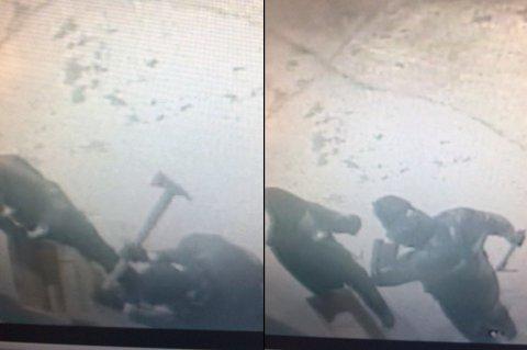 KAPITULERTE: De to innbruddstyvene ga opp å komme seg inn inngangsdøra etter 8-10 økseslag. I stedet gikk de løs på et brusskap på yttersiden. (Foto: privat)