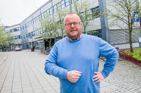 Maner til forsiktighet: Politikerne i Lardal er i overkant ivrige etter å bruke penger i årets budsjettbehandling, mener Paul Hellenes.