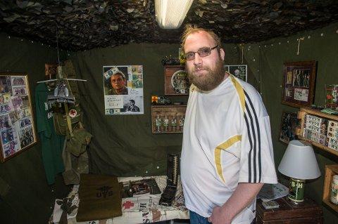 Jon Anders Wirgenes er en samler som de øvrige i familien. Nå får 36-åringen altfor god tid til hobbyen. Han ville helst vært på jobb for Larvik kommune.